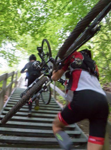 MTB op af trappe
